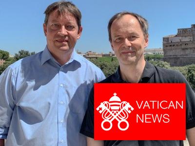 Stefan von Kempis (l.) mit P. Bernd Hagenkord SJ (r.), Bild: Vatican News