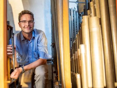 Niklas Piel, Kirchenmusiker in der Pfarrei Sankt Mauritz in Münster, Foto: Bischöfliche Pressestelle/Ann-Christin Ladermann