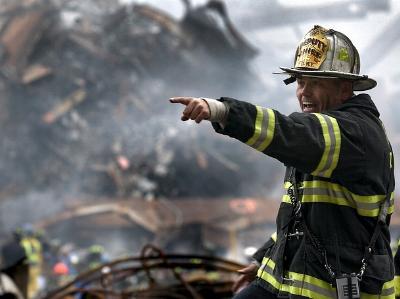 US-Feuerwehrmann in den Trümmern des 11. September 2001