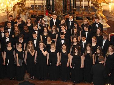festlicher Chor in einer Kirche