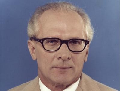 Farbportrait von Erich Honecker von 1976