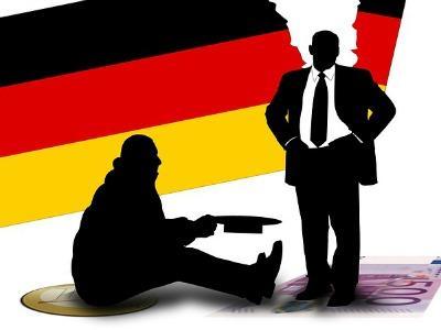 gezeichnete Grafik: Bettler und reicher Mann vor zerissener Deutschlandfahne