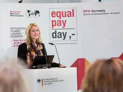 Bundesministerin Manuela Schwesig am Rednerpult