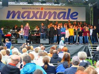Publikum und Bühne open-air bei der Maximale