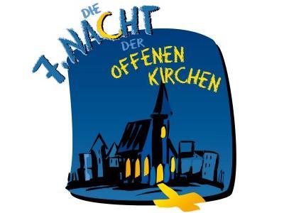 blau-schwarze Kirche aus der gelbes Licht strahlt (Grafik)