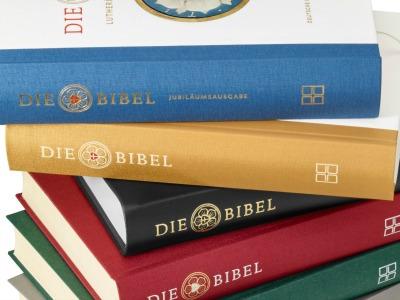 Bibeln in verschiedenen Farben