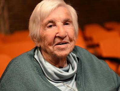 Portraitfoto der Auschwitz-Überlebenden Esther Bejarano