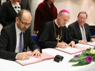 Kirchenvertreter unterzeichnen eine gemeinsame Erklärung zur Ökumene