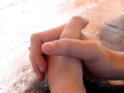 Hände zum Gebet gefaltet