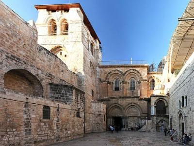 Der Eingang zur Grabeskirche in Jerusalem