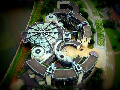 der Gebäudekomplex des NRW-Landtages aus der Luft