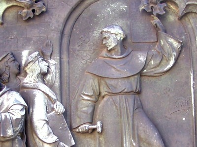 Luthers Thesenanschlag - Darstellung an einem Denkmal