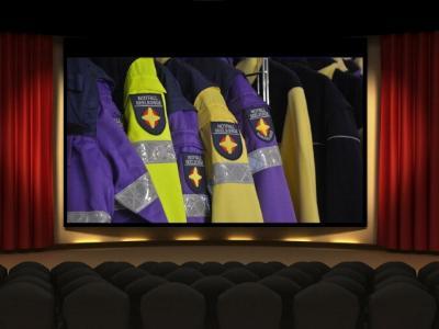 Kinosaal mit Leinwand