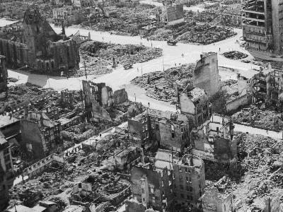 durch Bomben zerstörte Stadt 1945