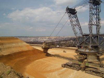 Bagger im Braunkohle-Tagebau