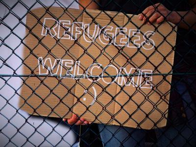 Plakat mit der Aufschrift 'Refugees welcome'