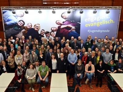 Gruppenfoto mit allen Teilnehmern der rheinischen Jugendsynode 2019
