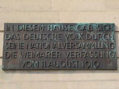 Gedenktafel in Weimar erinnert an die verfassungsgebende Versammlung von 1919