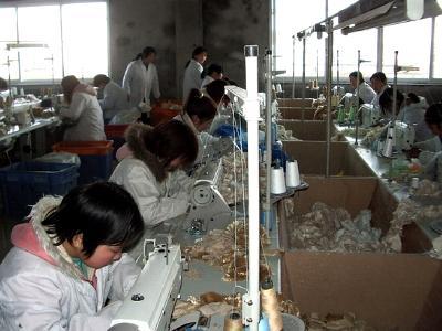 Näherinnen in einer asiatischen Textilfabrik