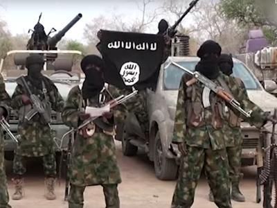 vermummte und bewaffnete Islam-Kämpfer