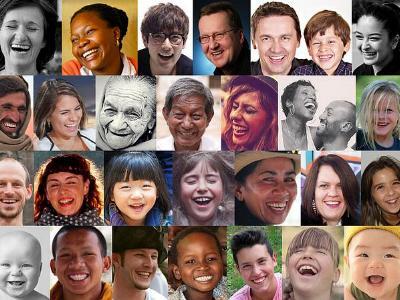 Collage lachende Gesichter aus aller Welt