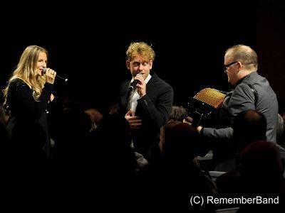drei Musiker bei einem Konzert
